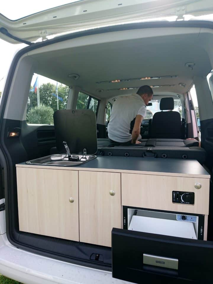 am nagement amovible pour coffre de multivan ou caravelle ou transporter volkswagen t5 et t6. Black Bedroom Furniture Sets. Home Design Ideas