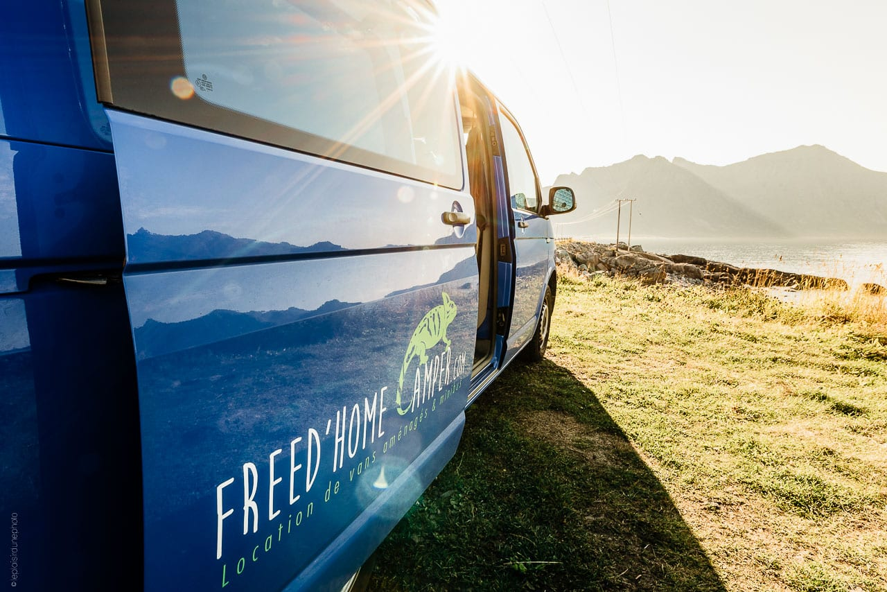 van-amnag-dans-paysage-nature-les-vans-amenages-nos-vans-amnags-campervan-volkswagen-freedom-camper