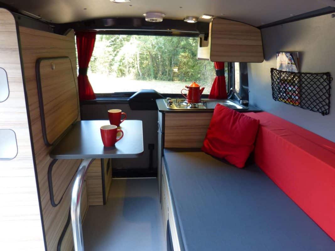 van-neuf-amenagement-north-east-van-mania-kit-amovible-freed-home-camper-agence-montage91-1067x800 Le bon aménagement pour votre van