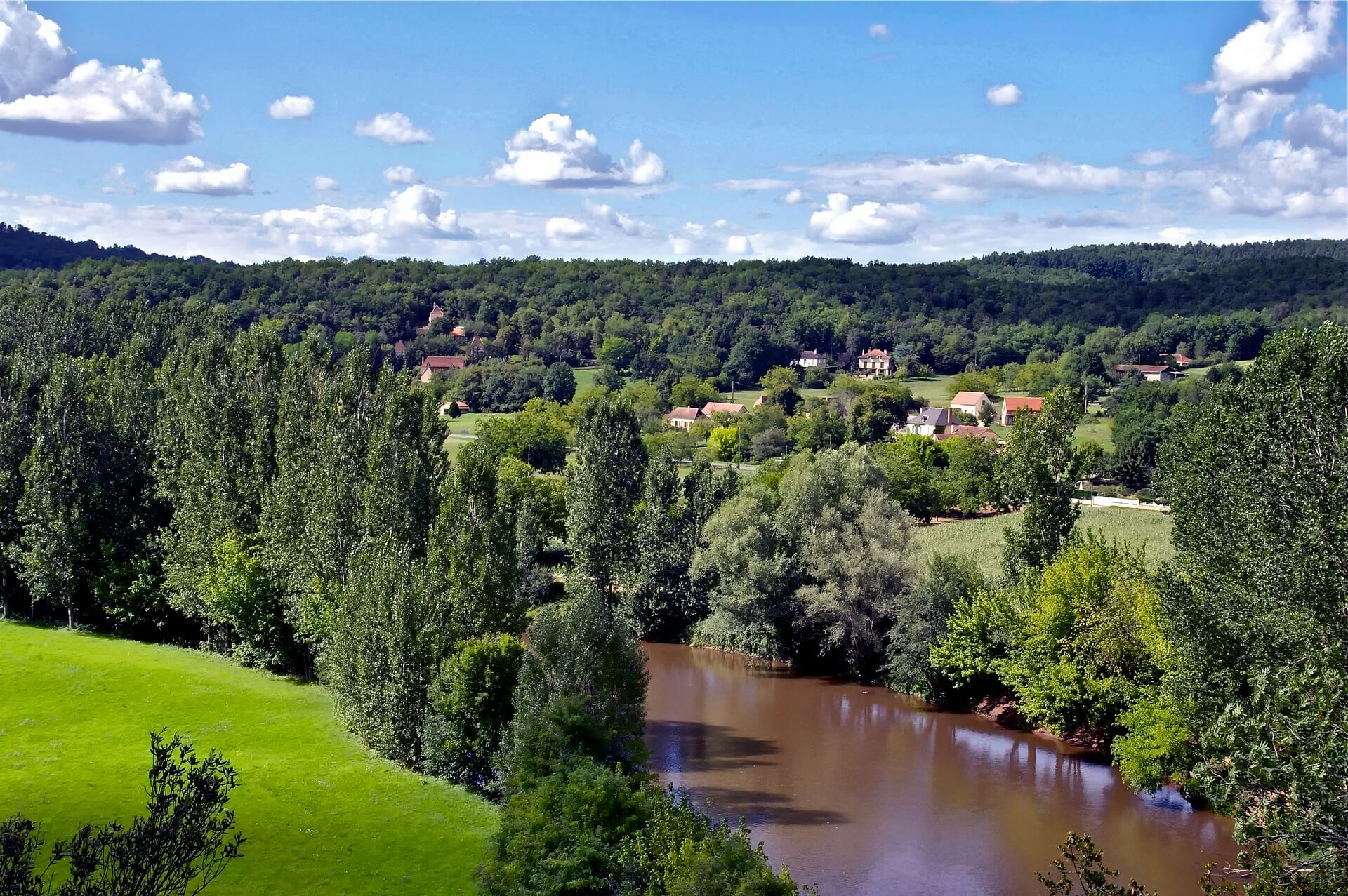verdure-arbres-dordogne-le-blog-freed-home-camper-le-blog-fhc--freed-home-camper