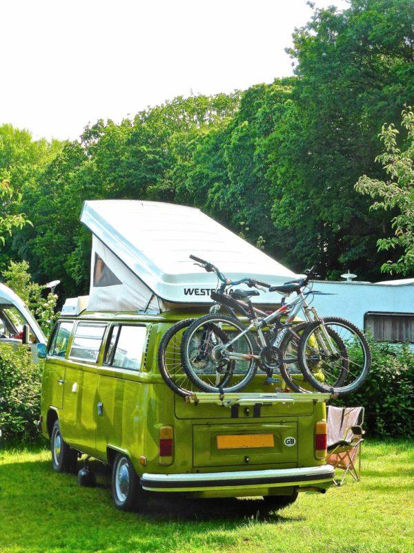 van-vert-camping-vlo-actualites-les-trucs-et-astuces--connatre-quand-on-voyage-en-van-amnag-freedom-camper