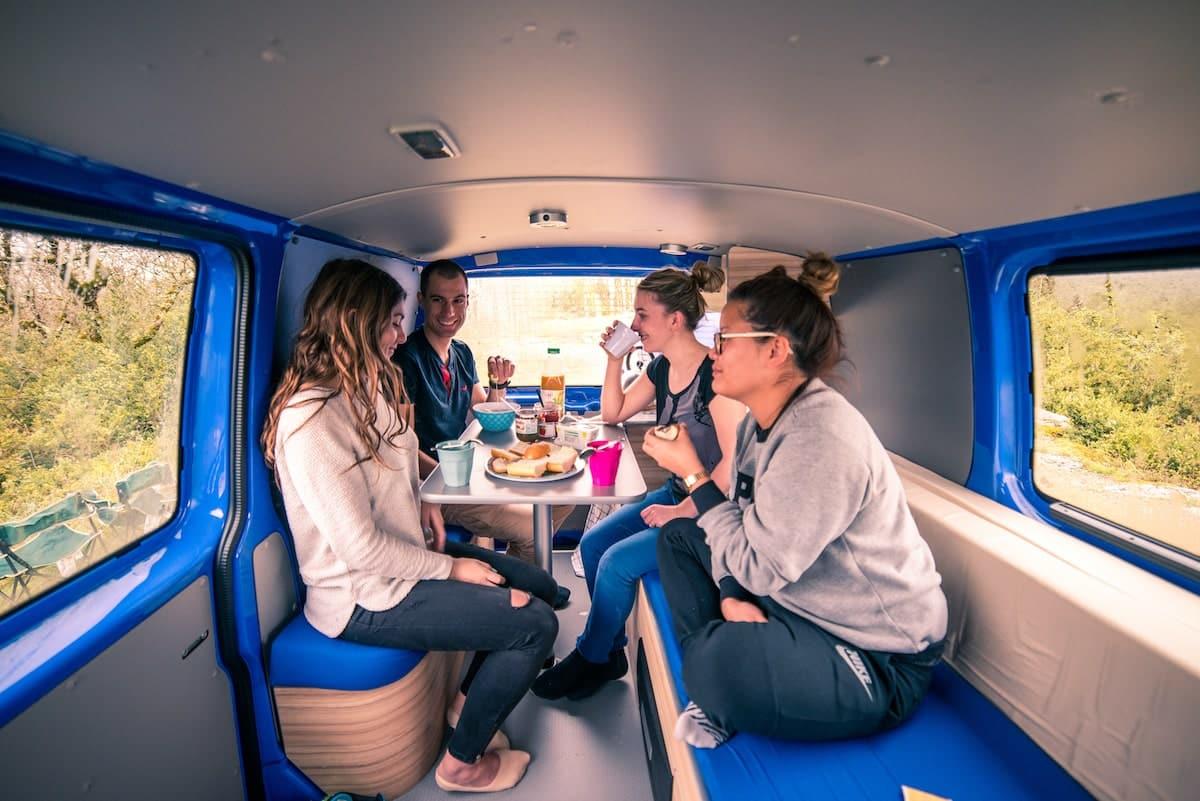 la-prparation--5-choses--savoir-avant-de-voyager-en-van--chose--savoir-2-lespace-personnel-devient-collectif-actualites-la-prparation--5-choses--savoir-avant-de-voyager-en-van-freedom-camper
